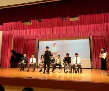 Artist sharing at Lung Kong World Federation School Limited Lau Wong Fat Secondary School on 22-03-2019 by Yeung Siu Fong, Registered Artist with disability -